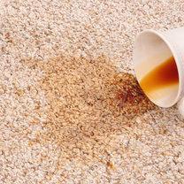 plama z herbaty na dywanie