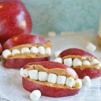 jabłka na Halloween