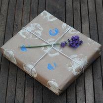 pomysłowo zapakowany prezent