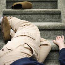 upadek ze schodów