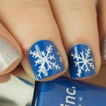 śnieżynki na paznokciach