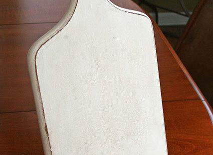 podstawka pod tablet pomalowana na biało