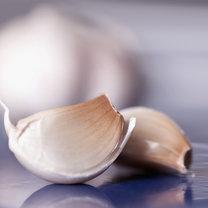 produkty przeciw rakowi piersi - czosnek