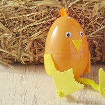 kurczaczek z plastikowego jajka
