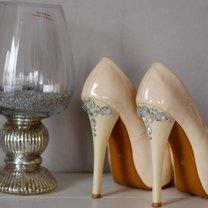 eleganckie szpilki z kryształkami