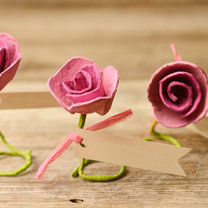 winietki na stół w kształcie różyczek