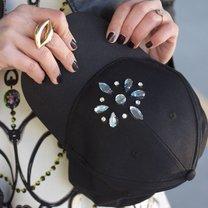 czapka z kryształkami