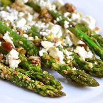 pieczone szparagi z serem feta