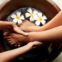 kąpiel kojąca dla stóp