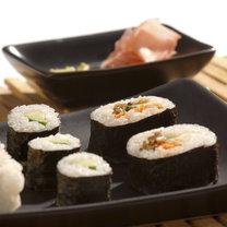 sushi na talerzu