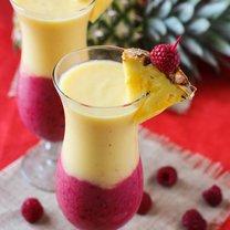 smoothie z bananem i truskawkami