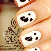paznokcie na Halloween duszki