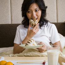 10 rzeczy których nie powinieneś jeść przed snem