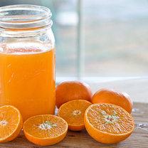 Świeżo wyciśnięty sok pomarańczowy
