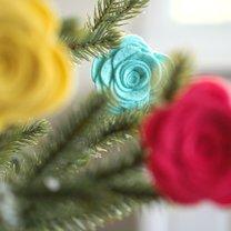 Jak zrobić kwiaty z filcu na choinkę?