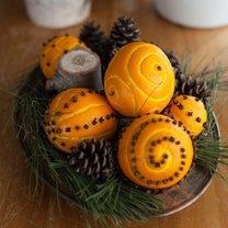 pomarańcze ozdobione goździkami