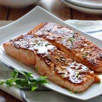 Filety z łososia w sosie miodowym
