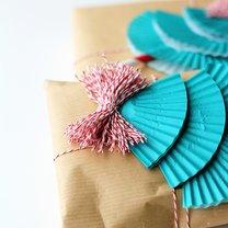 Jak fantazyjnie zapakować prezent krok 3
