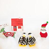 Jak zrobić pingwina z szyszek na choinkę krok 3