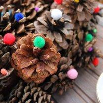 Jak zrobić świąteczny wieniec z szyszek krok 3