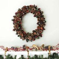 Jak zrobić świąteczny wieniec z szyszek?