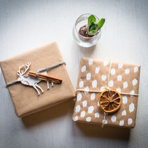 3 proste sposoby pakowania prezentów krok 2