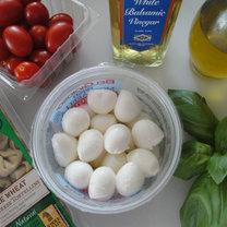 szaszłyki z torellini, mozzarelli i pomidorków - krok 1
