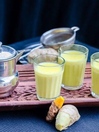Jak zrobić mleko kurkumowe na przeziębienia?
