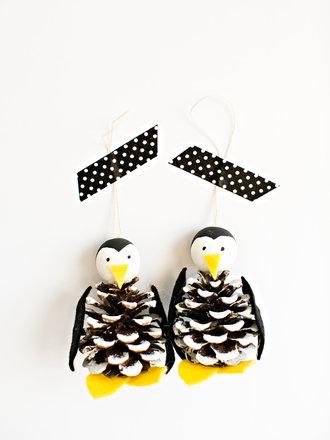 Jak zrobić pingwina z szyszek na choinkę?