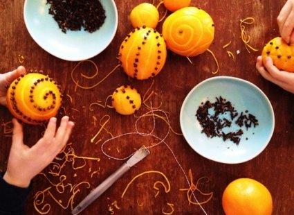 pomarańcze ozdobione goździkami - krok 2