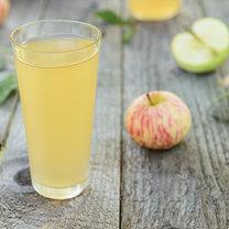 Połącz ocet jabłkowy z wodą