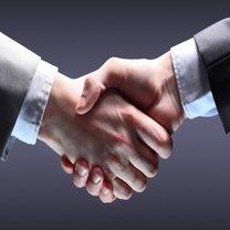Jaki powinien być uścisk dłoni