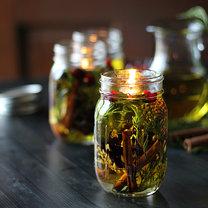 zapalona świeca oliwna