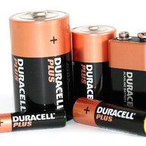 Przechowuj baterie w zamrażarce