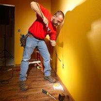 Jak znaleźć przewód elektryczny w ścianie