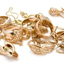 Złota biżuteria.