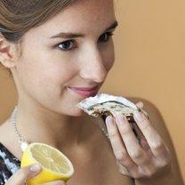 jedzenie ostryg