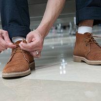 jak pielęgnować zamszowe buty