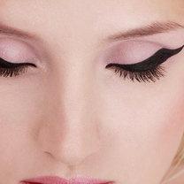 malowanie eyelinerem