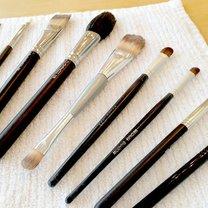 Jak prawidłowo czyścić pędzle do makijażu krok 3