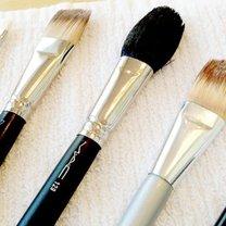 Jak prawidłowo czyścić pędzle do makijażu