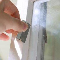 jak usunąć farbę ze szkła