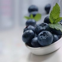 Odżywczy piling do ciała z jagodami krok 1