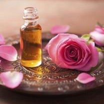 Domowy olejek do włosów i skóry twarzy