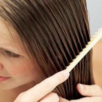 Domowy spray ułatwiający rozczesywanie włosów krok 1