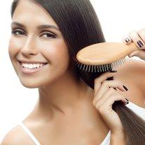 Domowy spray ułatwiający rozczesywanie włosów krok 2