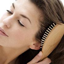 Domowy spray ułatwiający rozczesywanie włosów krok 3