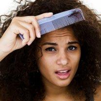 Domowy spray ułatwiający rozczesywanie włosów