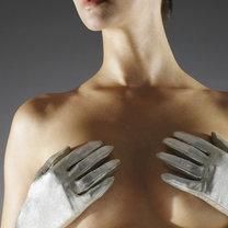 ból piersi przed okresem