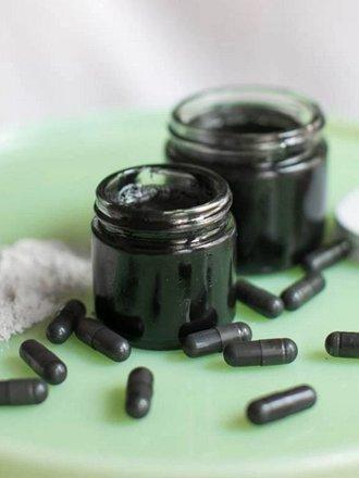 Łagodząca pasta z węgla aktywnego na ukąszenia owadów i wypryski